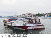 Стоянка яхт у причала 156 в Артиллерийской бухте города Севастополя, Крым (2019 год). Редакционное фото, фотограф Николай Мухорин / Фотобанк Лори