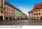 Main square with multi-colored houses in Landsberg am Lech, Bavaria, Germany (2012 год). Редакционное фото, фотограф Наталья Волкова / Фотобанк Лори