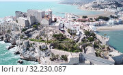 Купить «Aerial view of coastline and medieval castle Peniscola, Spain», видеоролик № 32230087, снято 16 апреля 2019 г. (c) Яков Филимонов / Фотобанк Лори