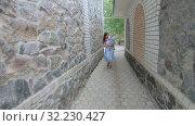Mom with her son on nature. Стоковое видео, видеограф Потийко Сергей / Фотобанк Лори