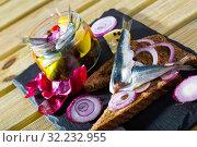 Купить «Homemade pickled sprats», фото № 32232955, снято 23 августа 2018 г. (c) Яков Филимонов / Фотобанк Лори