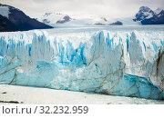 Купить «Vertical edge of glacier Perito Moreno», фото № 32232959, снято 2 февраля 2017 г. (c) Яков Филимонов / Фотобанк Лори