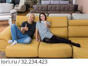 Husband and wife showing thumbs up. Стоковое фото, фотограф Яков Филимонов / Фотобанк Лори