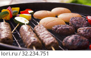 barbecue kebab meat and vegetables on grill. Стоковое видео, видеограф Syda Productions / Фотобанк Лори