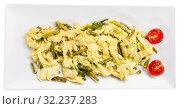 Купить «Omelette with shrimp, asparagus and garlic», фото № 32237283, снято 21 ноября 2019 г. (c) Яков Филимонов / Фотобанк Лори