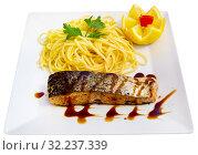 Купить «Roasted salmon with spaghetti», фото № 32237339, снято 30 марта 2020 г. (c) Яков Филимонов / Фотобанк Лори