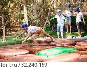 Купить «Men and women having fun at adventure park», фото № 32240159, снято 23 января 2020 г. (c) Яков Филимонов / Фотобанк Лори