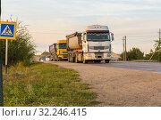 Купить «Russia, Samara, June 2016:Heavy truck on the road», фото № 32246415, снято 24 августа 2016 г. (c) Акиньшин Владимир / Фотобанк Лори