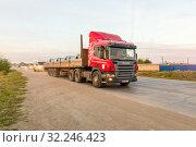 Купить «Russia, Samara, June 2016:Heavy truck on the road», фото № 32246423, снято 24 августа 2016 г. (c) Акиньшин Владимир / Фотобанк Лори