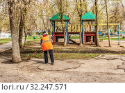 Russia, Samara, April 2016: a woman janitor sweeping the park for cleanliness and order on a sunny day. Редакционное фото, фотограф Акиньшин Владимир / Фотобанк Лори