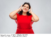 Купить «happy woman in headphones listening to music», фото № 32250527, снято 15 сентября 2019 г. (c) Syda Productions / Фотобанк Лори