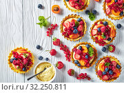 Купить «close-up of fresh summer tartls, top view», фото № 32250811, снято 21 июня 2019 г. (c) Oksana Zh / Фотобанк Лори