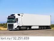 Купить «Volvo FH», фото № 32251659, снято 9 сентября 2019 г. (c) Art Konovalov / Фотобанк Лори