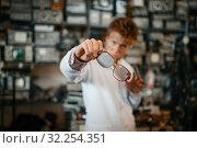 Купить «Strange scientist looks through the glasses in lab», фото № 32254351, снято 17 июня 2019 г. (c) Tryapitsyn Sergiy / Фотобанк Лори