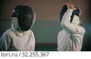 Купить «Two young women fencers putting on their helmets and going on the training», видеоролик № 32255367, снято 10 апреля 2020 г. (c) Константин Шишкин / Фотобанк Лори