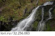 Купить «Каскад водопада с кристально чистой ледниковой водой в горах», видеоролик № 32256083, снято 15 сентября 2019 г. (c) А. А. Пирагис / Фотобанк Лори