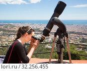 woman looking in telescope. Стоковое фото, фотограф Яков Филимонов / Фотобанк Лори