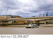 Купить «Лондонский мост (London Bridge).  Лондон. Великобритания», фото № 32256827, снято 17 августа 2019 г. (c) Сергей Афанасьев / Фотобанк Лори