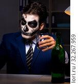 Купить «Businessman with scary face mask working late in office», фото № 32267959, снято 9 ноября 2017 г. (c) Elnur / Фотобанк Лори