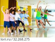 Купить «Preteen dancers practicing dance routine with female choreograph», фото № 32268275, снято 13 декабря 2019 г. (c) Яков Филимонов / Фотобанк Лори