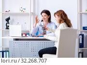 Купить «Young pregnant woman visiting experienced doctor gynecologist», фото № 32268707, снято 11 марта 2019 г. (c) Elnur / Фотобанк Лори