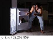 Купить «Man breaking diet at night near fridge», фото № 32268859, снято 8 февраля 2019 г. (c) Elnur / Фотобанк Лори