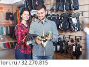 Купить «Couple deciding on protective gloves», фото № 32270815, снято 8 марта 2017 г. (c) Яков Филимонов / Фотобанк Лори