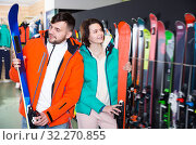 Купить «Portrait of smiling man and woman buying skis», фото № 32270855, снято 6 февраля 2018 г. (c) Яков Филимонов / Фотобанк Лори
