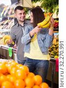 Купить «Couple choosing fruit», фото № 32270991, снято 18 марта 2017 г. (c) Яков Филимонов / Фотобанк Лори