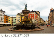 Piazza Duomo and Fontana del Nettuno, Trento (2019 год). Редакционное фото, фотограф Яков Филимонов / Фотобанк Лори