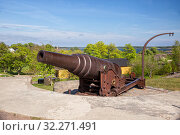 Authentic Russian 9-inch gun on coastal battery of Kustaanmiekka island of the Suomenlinna Fortress (or Sveaborg), Helsinki, Finland (2019 год). Стоковое фото, фотограф Юлия Бабкина / Фотобанк Лори