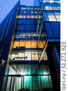 Купить «England, London, Southwark, London Bridge City, Night View of More London Riverside Offices», фото № 32272923, снято 22 октября 2019 г. (c) age Fotostock / Фотобанк Лори