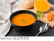 Купить «close up of vegetable pumpkin cream soup in bowl», фото № 32279015, снято 5 апреля 2018 г. (c) Syda Productions / Фотобанк Лори
