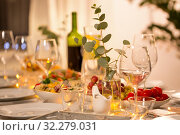 Купить «table served with plates, wine glasses and food», фото № 32279031, снято 15 декабря 2018 г. (c) Syda Productions / Фотобанк Лори