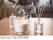 Купить «aroma reed diffuser, burning candle and perfume», фото № 32279059, снято 12 апреля 2019 г. (c) Syda Productions / Фотобанк Лори