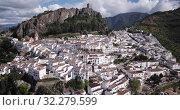 Купить «Panoramic view of Zahara de la Sierra white village in Grazalema mountains, Andalusia, Spain», видеоролик № 32279599, снято 18 апреля 2019 г. (c) Яков Филимонов / Фотобанк Лори