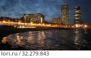 Купить «View of Beach in summer night in Barcelona, Spain.», видеоролик № 32279843, снято 27 июня 2019 г. (c) Яков Филимонов / Фотобанк Лори