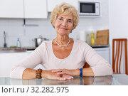 Купить «Positive mature woman», фото № 32282975, снято 11 июля 2018 г. (c) Яков Филимонов / Фотобанк Лори