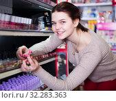 Купить «Happy customer searching for reliable lipstick», фото № 32283363, снято 21 февраля 2017 г. (c) Яков Филимонов / Фотобанк Лори