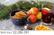 Купить «glass of hot mulled wine, cookies, apples and fir», видеоролик № 32286391, снято 31 марта 2020 г. (c) Syda Productions / Фотобанк Лори