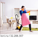 Купить «Contractor man cleaning house doing chores», фото № 32288307, снято 13 марта 2018 г. (c) Elnur / Фотобанк Лори