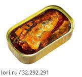 Купить «Tin can with smoked sprats, sardines, closeup», фото № 32292291, снято 14 декабря 2019 г. (c) Яков Филимонов / Фотобанк Лори