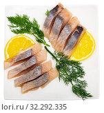 Купить «Marinated herring with sliced lemon and dill», фото № 32292335, снято 22 октября 2019 г. (c) Яков Филимонов / Фотобанк Лори