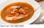 Купить «Spicy seafood broth with king prawns and shellfish», фото № 32295683, снято 20 ноября 2019 г. (c) Яков Филимонов / Фотобанк Лори