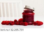 Купить «Raspberry jam and fresh raspberries», фото № 32295731, снято 17 октября 2019 г. (c) Яков Филимонов / Фотобанк Лори