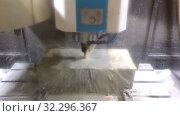 Купить «The milling machine with the CNC processes a mill a steel detail. In processing of a detail cooling liquid is used», видеоролик № 32296367, снято 15 октября 2009 г. (c) Куликов Константин / Фотобанк Лори