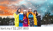 Купить «happy friends in helmets with snowboards outdoors», фото № 32297803, снято 7 февраля 2015 г. (c) Syda Productions / Фотобанк Лори