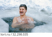 Купить «Handsome mature man smiles and bathes in a winter ice hole.», фото № 32298035, снято 12 марта 2011 г. (c) Акиньшин Владимир / Фотобанк Лори