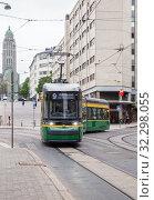Купить «New green tram on Helsinki», фото № 32298055, снято 23 мая 2019 г. (c) Юлия Бабкина / Фотобанк Лори