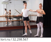 Купить «Young artist learns to dance ballet», фото № 32298567, снято 26 апреля 2019 г. (c) Яков Филимонов / Фотобанк Лори